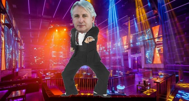 Breaking News:Un dansator în poalăde la Bamboose dăministru alFinanțelor cu acte false!