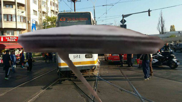 Un OZN a parcat în București pe linia de tramvai!