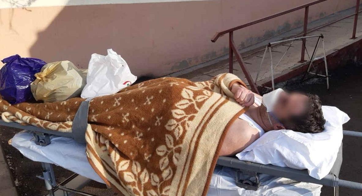 Pacient cu coronavirus, scos din Spitalul Județean Neamț în maiou! Are dreptate BOR: doar lingurița ne mai poate salva!