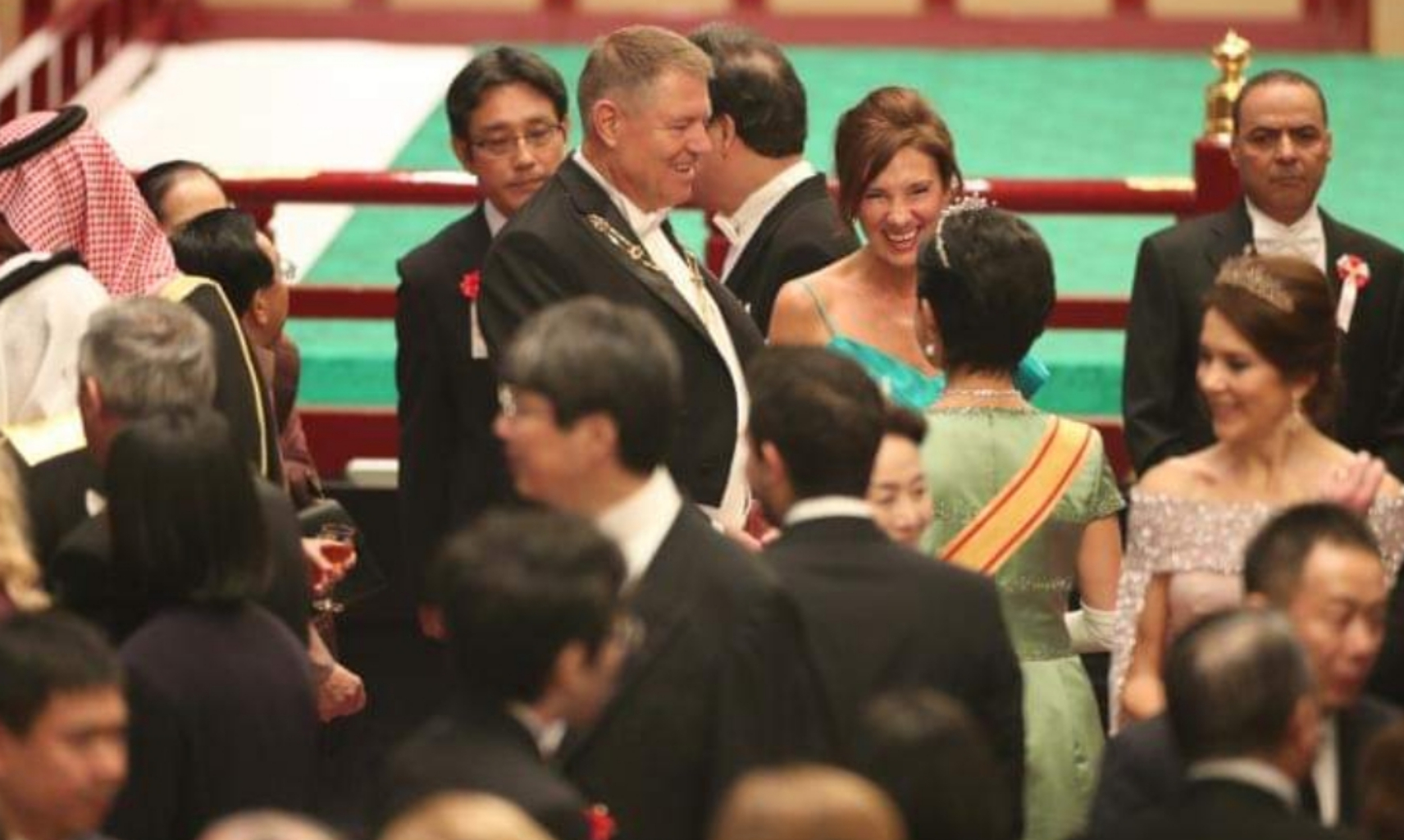 Carmen Iohannis într-o rochie cu umerii goi! Dana Budeanu cere mandat de arestare!