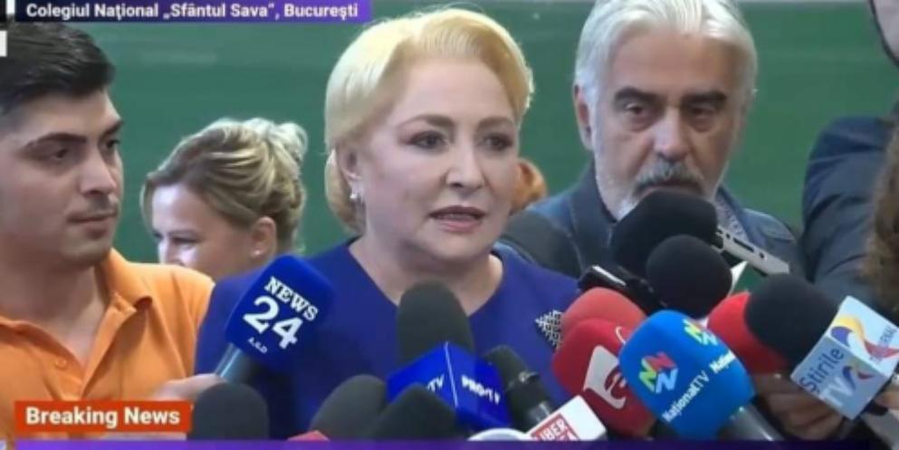 """Viorica Dăncilă la votare: """"Am emoții. E prima oară când intru într-o școală!"""""""