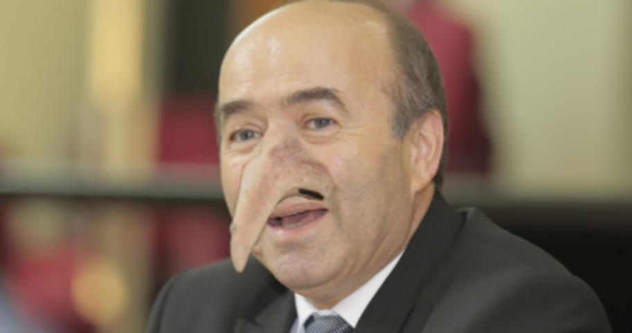 Tudorel Toader va fi dat afară din Comisia de la Veneția. Sperăm să fie admis în schimb în Comisia de la Rahova - aripa Liviu Dragnea