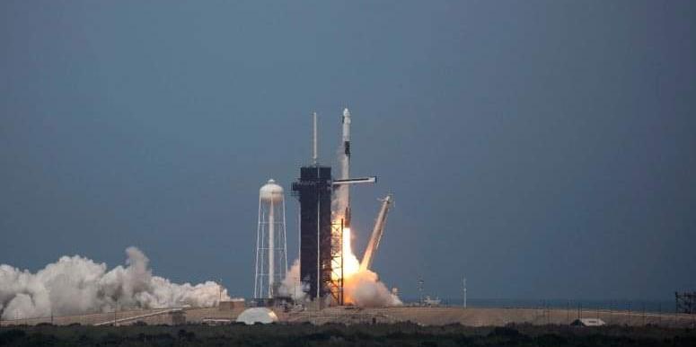 SUA: SpaceX și-a lansat racheta cu echipaj uman. România: mâine se reia la Auchan programul de cipare prin măsurarea temperaturii