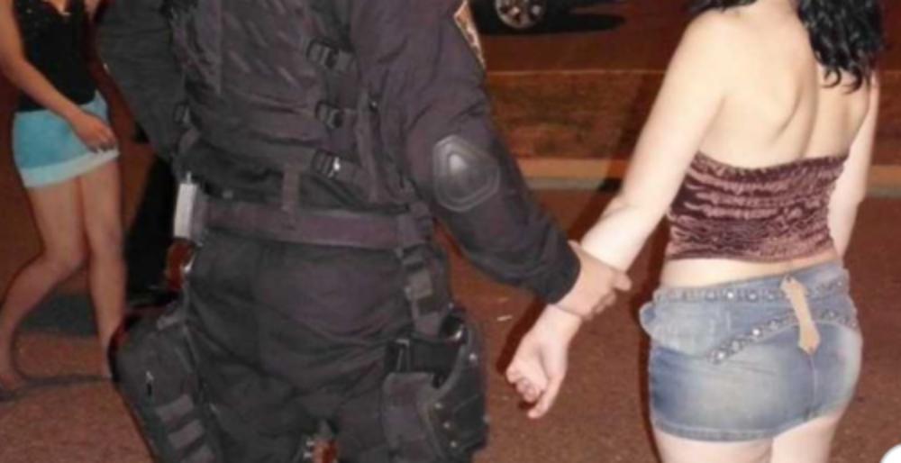 """Polițiștii prinși cu o prostituată în parcare se apără: """"Îi extrăgeam datele personale!"""""""