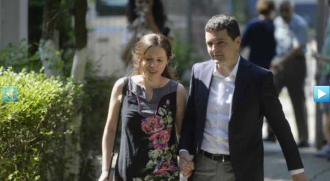 Ce secret ascunde Nicușor Dan: are o iubită, deși Cozmin Gușă zice că sigur e homosexual!