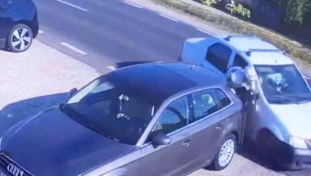 România jegurilor la volan: biciclist strivit între două mașini fiindcă n-a călcat-o cu 90 la oră, boss!