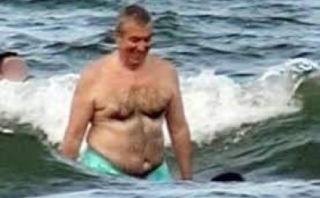 Alertă de tsunami pe litoral: a intrat Tăriceanu în apă!