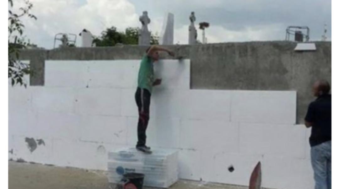 A nu se uita crestinismul anului 2014: Olguța a izolat termic un cimitir din Craiova - principalul bazin electoral al PSD