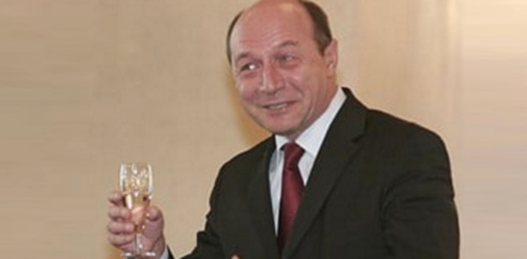 Traian Băsescu, propus premier în Republica Moldova!!! Băse deja a acceptat, singura condiție fiind să nu se bea tot până ajunge el!
