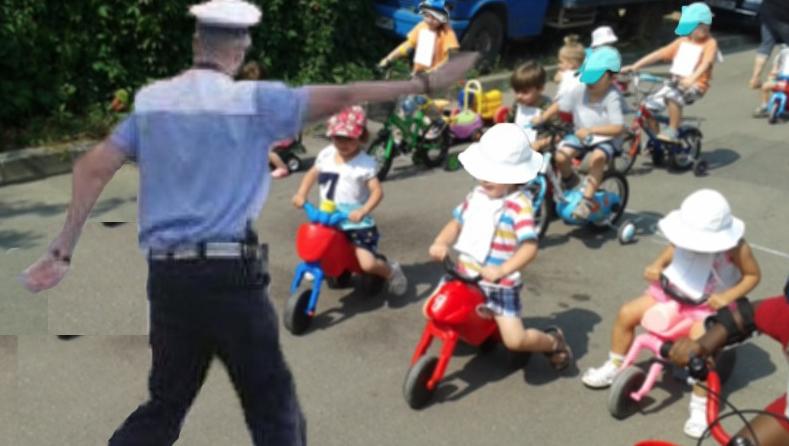 Miliția în acţiune: tricicletele copiilor sunt controlate pentru a se verifica dacăau cauciucuri de vară