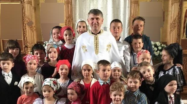 Părintele Pomocraci, dat afară dintr-o grădiniță din Harghita pentru că a cerut câțiva mici!
