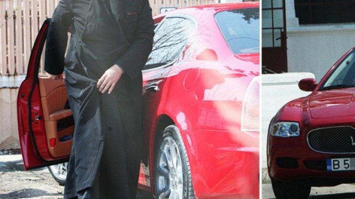 Un popă a strâns 5 ani bani de clopotniță, dar i-au ajuns doar pentru un Maserati!