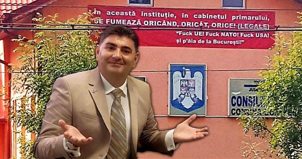 """Primarul PSD care a pus banner cu """"F*ck UE, f*ck NATO"""" pe primărie este acum la PNL. F*ck PSD, f*ckPNL! Aceeasi f*cking mizerie!"""