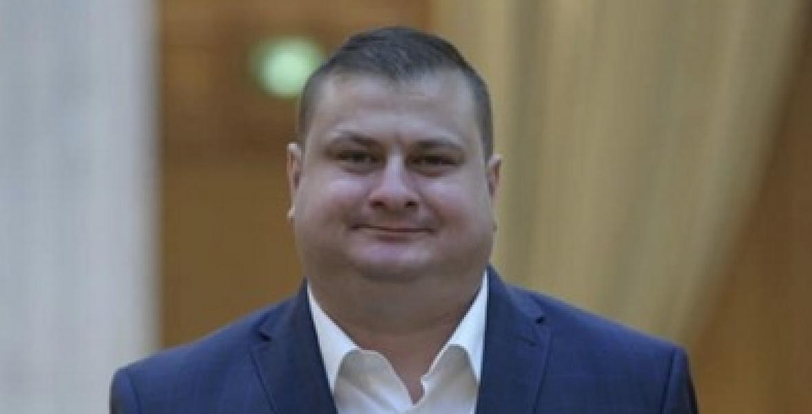 """Prototipul politicianlui român în 2020: incult, analfabet, plătit de contribuabili cu salarii imense plus pensie specială, posesor de """"CIASURI DE MÂNĂ""""!"""