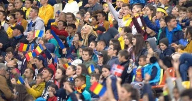 Copiii ăştia ştiu săfacăatmosferă! În sfârşit, oameni civilizați în tribune!