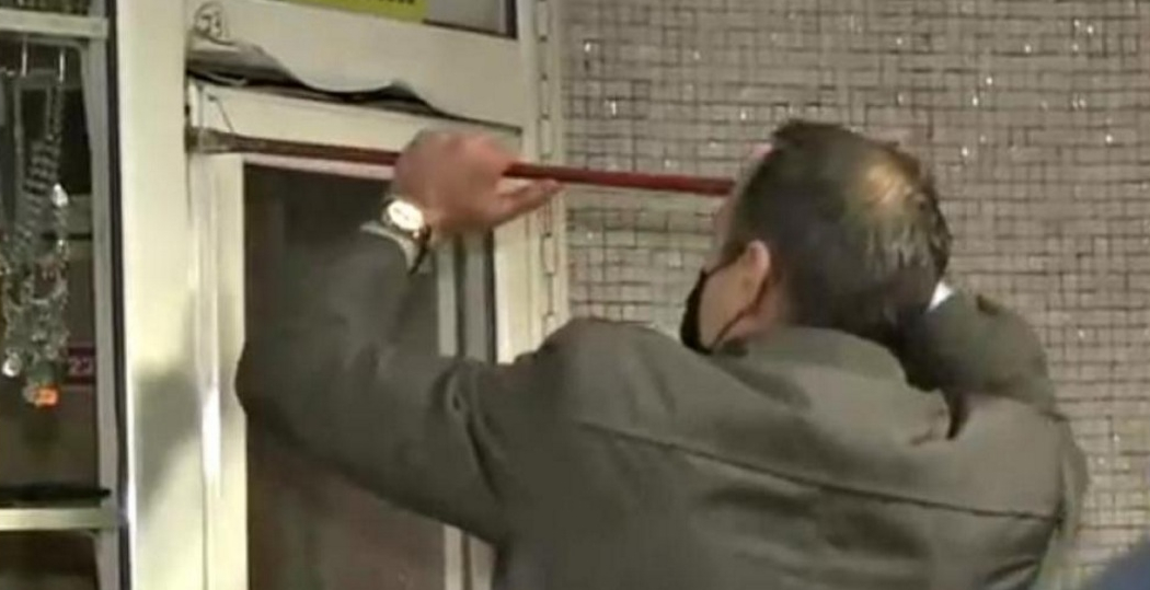 Ranga cu care a fost demolat primul chioşc de la metrou va fi expusă la Muzeul Merdenelei!