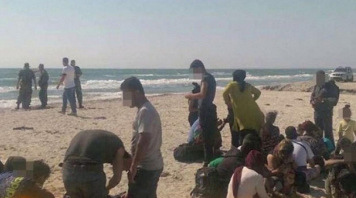 Deștepți refugiații, au venit la plajă în septembrie, când e mai ieftin! Bravo!
