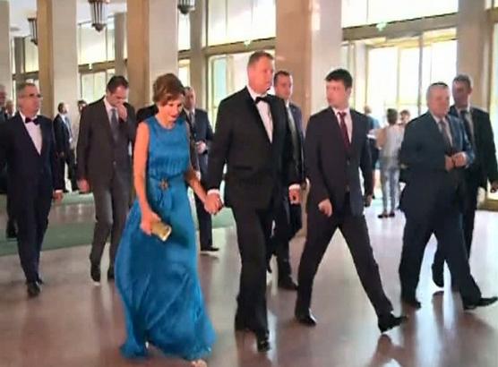 Critici de fashion despre rochia de azi a lui Carmen Iohannis
