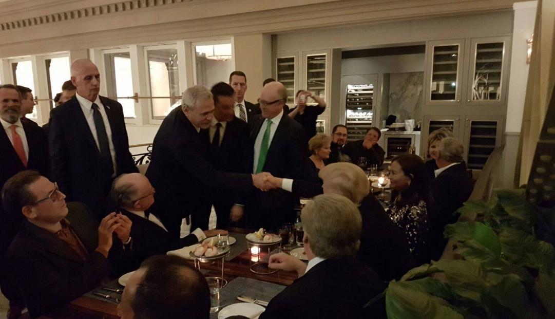 """Donald Trump își aminteștecu drag de Dragnea: """"Singurul chelner care mi-a dat bani, în loc să-mi ia!"""""""
