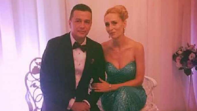 """Sotia lui Grindeanu: """"Cand facem dragoste, vrea sa-i spun pe numele mare, 'Liviu'"""""""