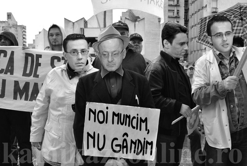 Cât la sută dintre români mai sunt cu mințile la ei?