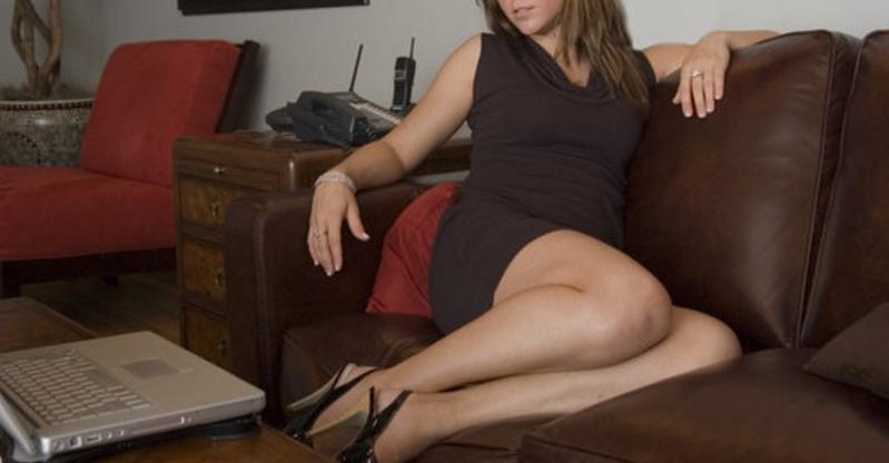 Top 3 perversiuni pe care le fac femeile când sunt singure