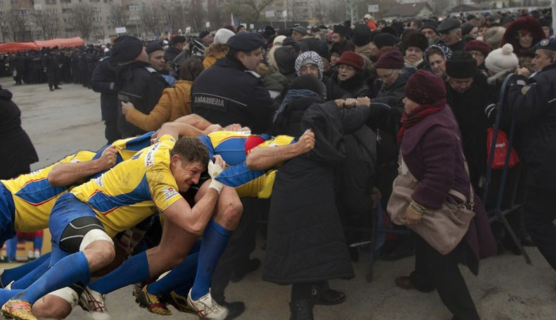Naționala de rugby, chemată să-i blocheze pe enoriașiidezlănțuiți de la catedrală!
