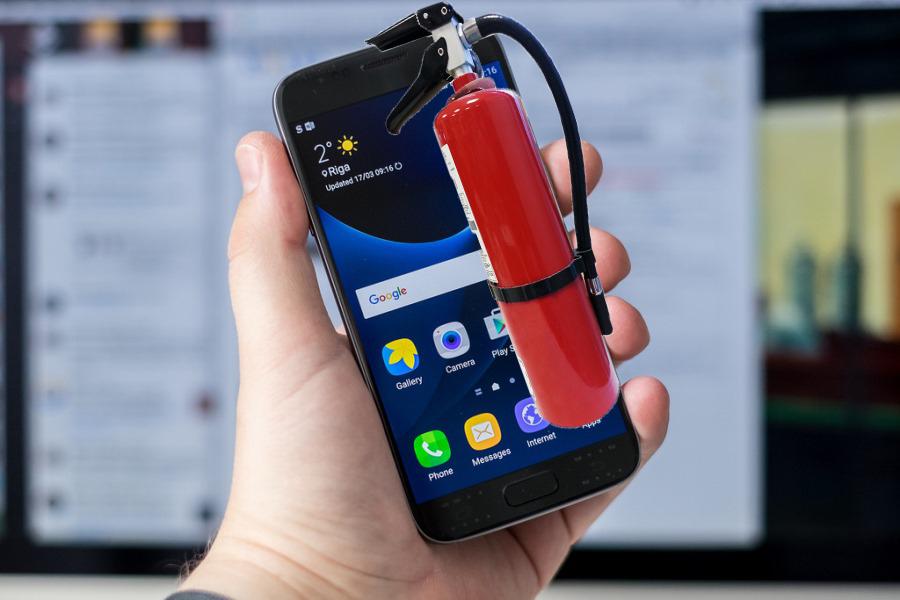 Au învățat din greșeli: Samsung Galaxy S8 e dotat cu extinctor!