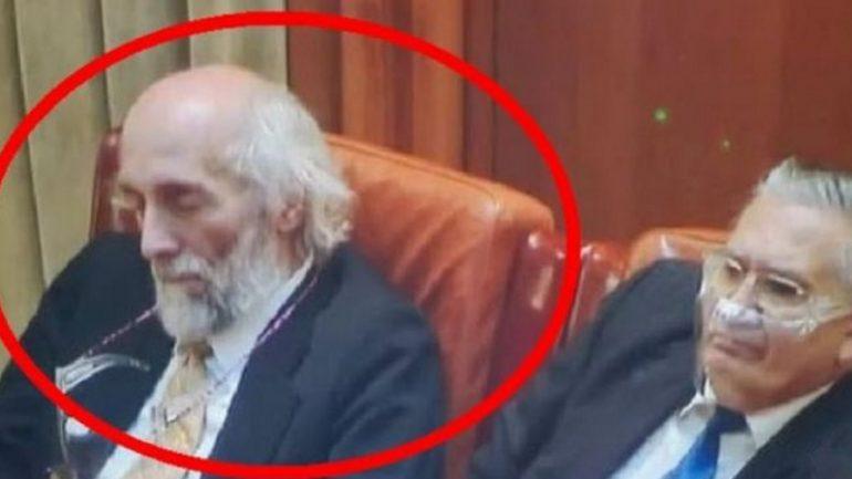 Parlamentar AUR dormind în Parlament. Hai că şi-a intrat în mână repede!