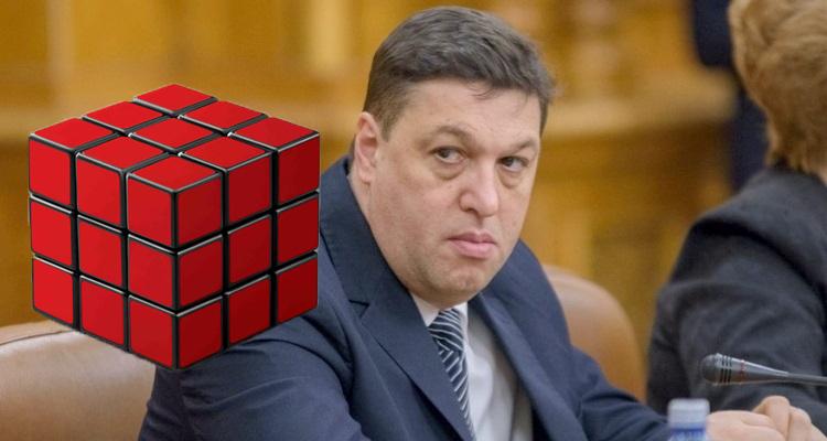 Șerban Nicolae e atât de prost încât nu poate rezolva un cub Rubik cu toate fețele deaceeași culoare!