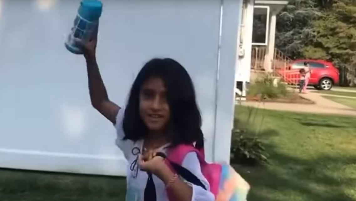 Incredibil! Sorina merge la şcoală și e fericită în America, deşi i-au vândut rinichii, ficatul şi celelalte organe - aşa cum s-a tot spus la Latrine că o să se întâmple!