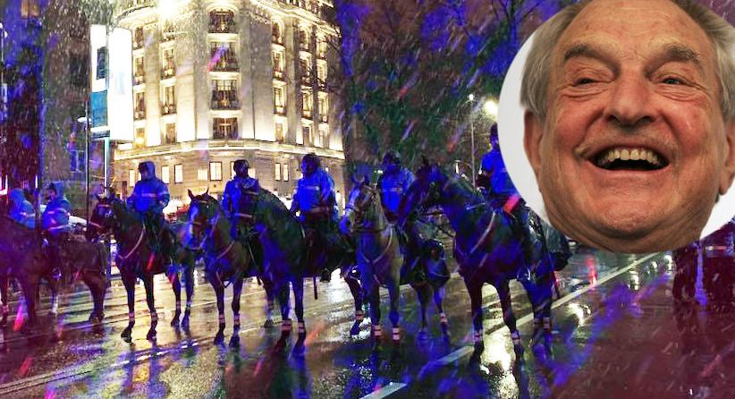 """Jandarmii călare își justifică prezența la proteste: """"Soros dă 50 de lei de cal!"""""""
