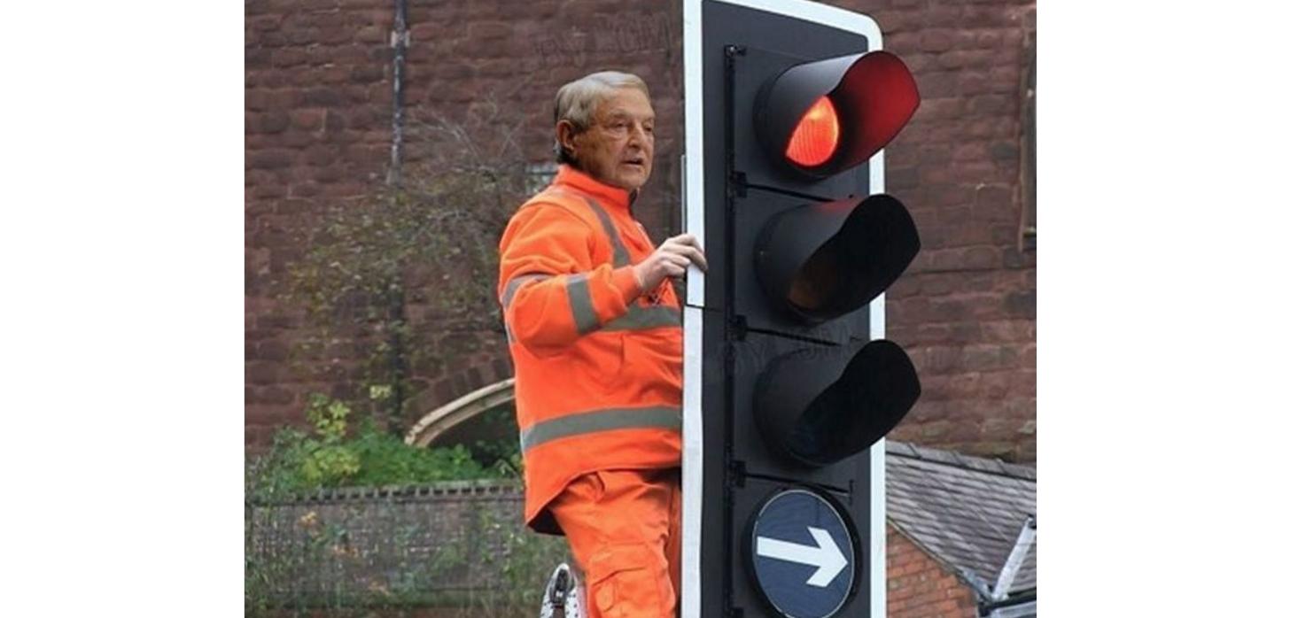 Suspectul în cazul defectării semafoarelor din Capitală. Poliția îi roagă pe cei care-l cunoscsă sune la 112