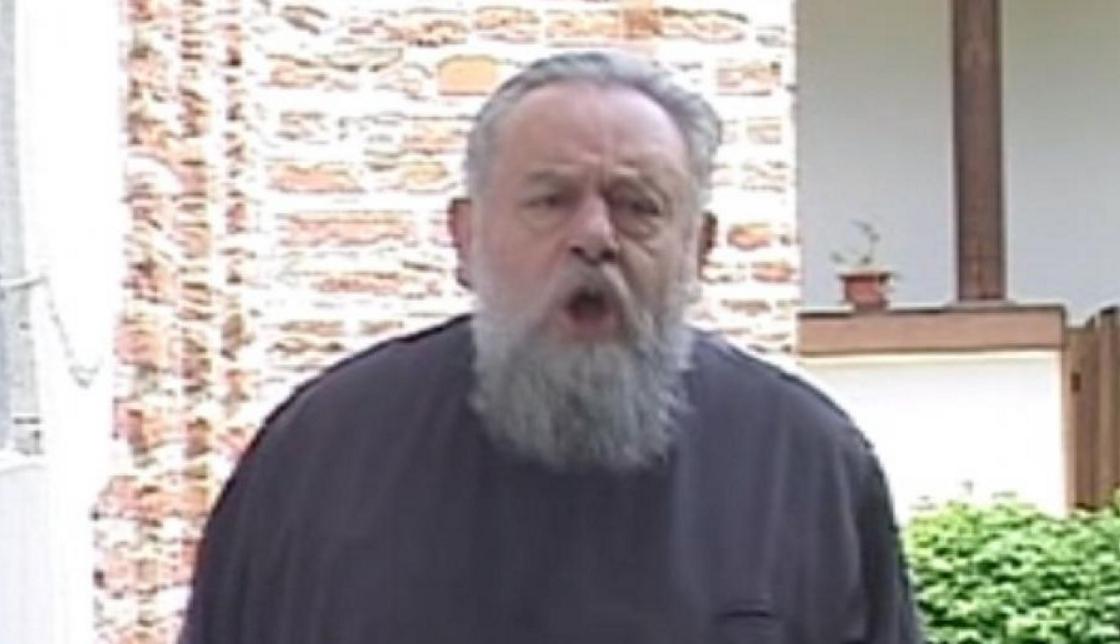"""Starețul de la Cotmeana,ofertat de Antena3!Va realiza emisiunea """"Mă cac în capul lui Iohannis și vă sparg dinții, soroșiștilor!"""""""