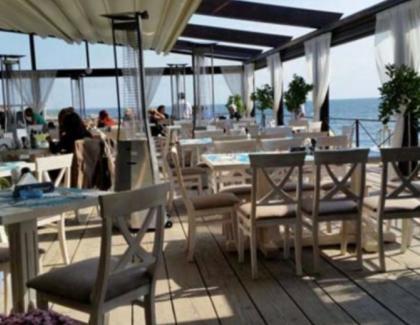 """Un patron de pe litoralul românesc a răbufnit: """"Deși avem prețuri de 3 ori mai mari ca în Grecia și condiții mizere, clienții e tot ei nemulțumiți!"""""""