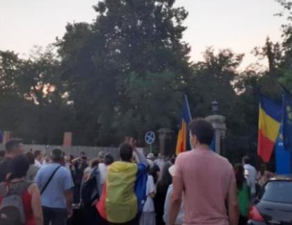 Să apauzi în fața Ambasadei Rusiei, în condițiile în care în Rusia se moare de Covid căzând de la geam - asta înseamnă să fii PSD-ist!