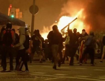 Lupte de stradă şi în Barcelona din cauza restricțiilor! Oamenii revoltați cer să fie lăsați la moaştele sfântului Pique…