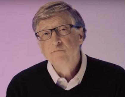 Bill Gates anunță că încep update-urile pentru cei care au fost cipați prin vaccin!Daca vedeți pe cineva că stă nemișcat, privid în gol, nu-l intrerupeți
