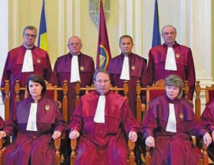 De ce mai plătim bani grei ca să avem Parlament, Guvern și președinte, dacă 9 troglodiți din CCR conduc țara?