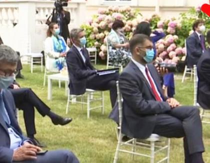 Idiotul națiunii: Marcel Ciolacu,singurul invitat la Ambasada Franței care nu poartă mască!