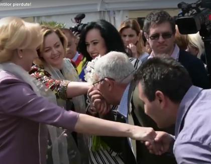Viorica, pupatăpână la os de electoratul PSD după ce a fost confundatăcu niște moaște!