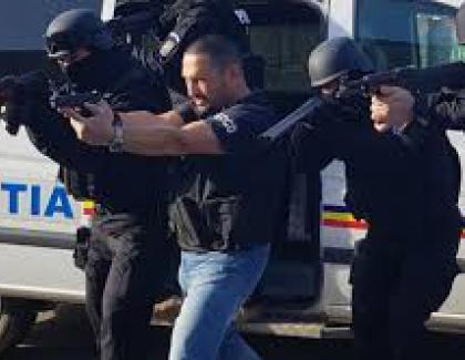 """Berbeceanu către tinerii polițiști care se sparg în selfieuri: """"Măi copii, lăsați feișănu' și mergeți la sală, ca bătaia doare!"""" Norocul lor e că prostia nu doare deloc"""