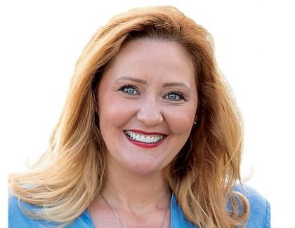 """Leşinuri în birourile Primăriei Câmpulung: Elena Lasconi a început munca!""""Cine mai angajează o familie cu600 de membri dacă ne dă afară?"""""""