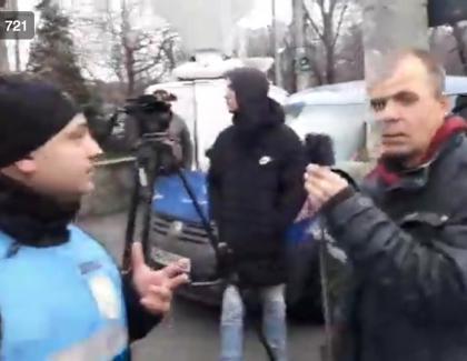 Mălin Bot, ridicat de jandarmi pentru că a deranjat mitingul pro-corupție al PSD-Antena3!