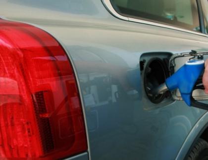"""La benzinărie, în loc de """"Plinul, vă rog"""" a început să se folosească expresia """"Golul la portofel, vă rog!"""""""