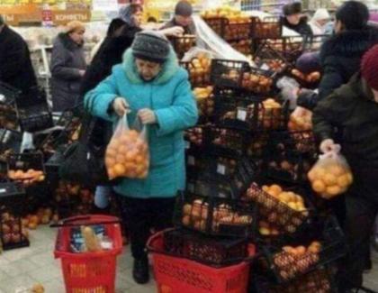 Lăsați supermarketurile în pace!E doar sfârşitul lumii, nu Revelion!