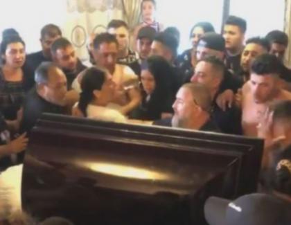 Poliția nu are curaj să dea amenzi la priveghiul lui Duduianu. Fiți responsabili, purtați mască! Dacă nu aveți sabie