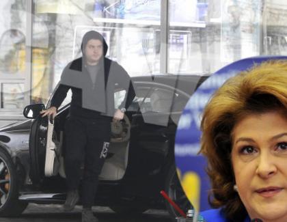 Fiul Rovanei se plimbă cu Mercedes de 250.000 de euro. Voi tot cu duba jandarmeriei?