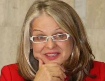 """Senatoarea Gabriela Crețu, nevasta lui Buzatu de la Vaslui: """"Citesc 20 de cărți simultan!"""" Domnu' Buzatu, ascundeți băutura aia mai bine!"""