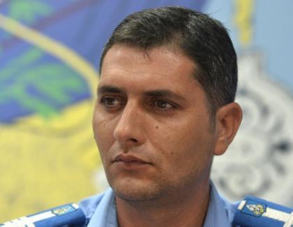 Jegul românesc în acțiune: Sindile s-a pensionat special la 42 de ani pe caz de boală: are boală pe protestatarii paşnici, îi bate şi îi gazează